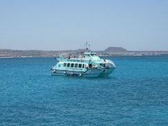 TourAdvisor: Paseo en catamarán con fondo de cristal por tres islas en Fuerteventura a partir de 54 €