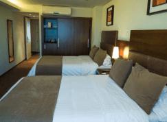 Howard Johnson Hotel & Suites La Canada