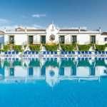 El Globales Pueblo Andaluz*** te espera en el epicentro de la Costa del Sol, Marbella, la capital del glamour y el lugar más dinámico, animado y cosmopolita para gozar de unas vacaciones en familia llenas de descanso y diversión.